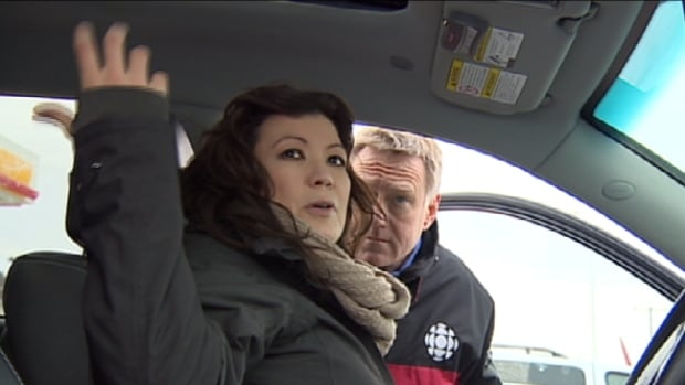 Kia Sorento owner Viola Stevens explains to Go Public's Mark Harvey what happened when her sunroof shattered while she was driving.