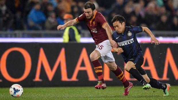 Roma's Vasilis Torosidis, left, vies for the ball with Inter Milan's Yuto Nagatomo during their match on Saturday.