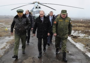 http://i.cbc.ca/1.2558891.1393929364!/fileImage/httpImage/image.jpg_gen/derivatives/original_300/ukraine-crisis-russia-exercises.jpg