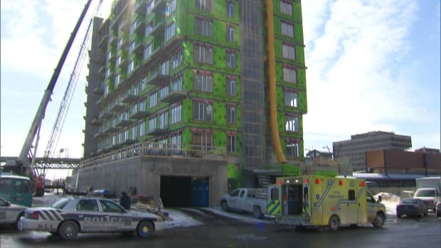 Longueuil police and officials with the Workplace Health and Safety Board are investigating a fatal accident that killed a 36-year-old construction worker.