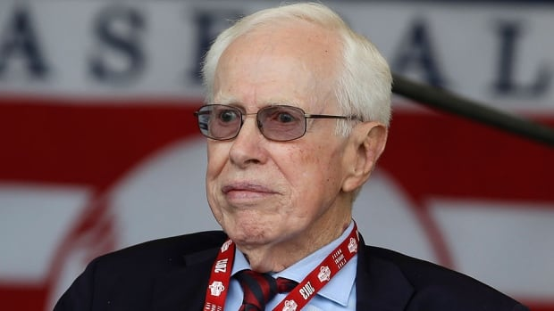 """Dr. Frank Jobe, seen here being honoured in Cooperstown, N.Y., in July 2013, died Thursday at age 88. He was known for the development of the historic elbow procedure known as """"Tommy John surgery."""""""