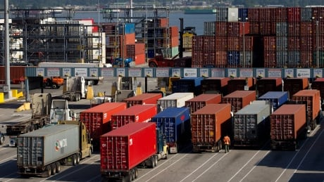 B.C. government calls for federal intervention in port strike