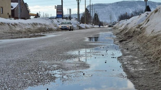 Recent episodes of warm temperatures and melting snow have some Thunder Bay homeowners concerned about spring flooding.
