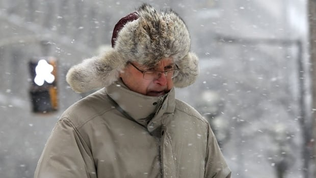 A winter storm is moving into southern Quebec, bringing with it at least 20 centimetres of snow for Montreal and between 40-50 centimetres for the Eastern Townships. Colder temperatures are also expected.