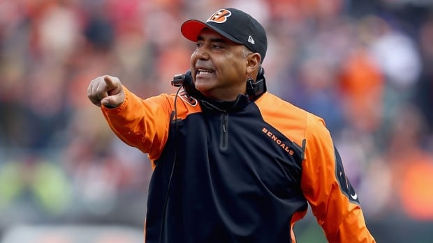 Cincinnati Bengals head coach Marvin Lewis will be with the club through the 2015 season.