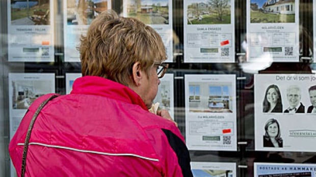 The average Canadian home is now worth more than $400,000, CREA says.
