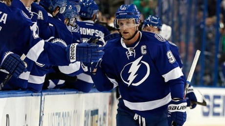 Steven Stamkos, Palat lead Lightning past Canucks