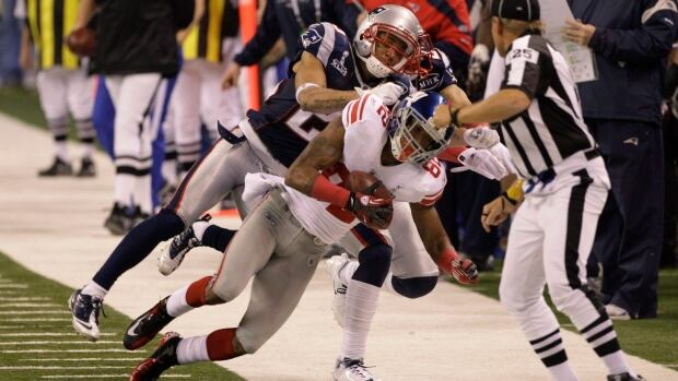 Mario Manningham makes a key catch in Super Bowl XLVI for the New York Giants in 2012.