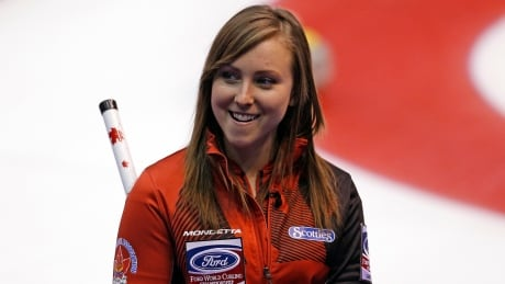 Rachel Homan closer to playoff berth at women's curling worlds