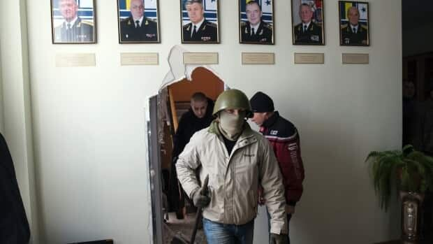 Russian troops take Crimean base