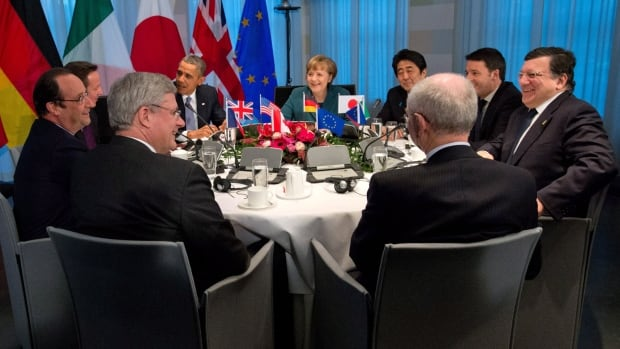 Prime Minister Stephen Harper takes part in a meeting with G7 leaders in The Hague, Netherlands, on Monday, March 24, 2014.