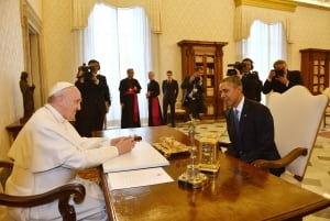 DV1694445 Obama Francis talk