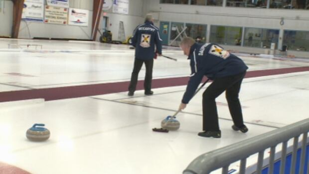 Team Nova Scotia, skipped by Alan O'Leary, took home the men's 2014 Canadian Senior Curling Championship title on Saturday, after beating Manitoba 9-8.