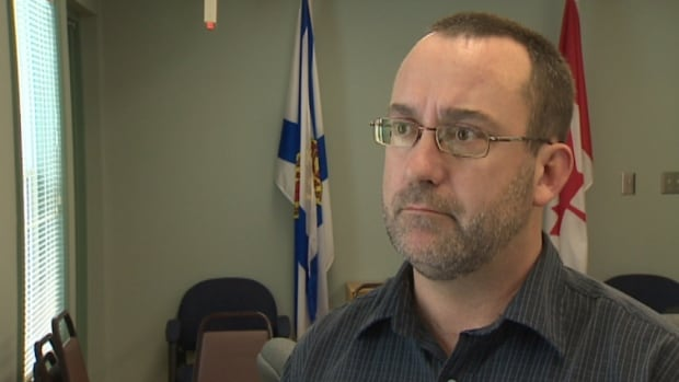Hantsport Mayor Robbie Zwicker says he will propose at a meeting of residents next week that the town dissolve to deal with its financial troubles.
