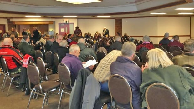 About 100 people went to a public meeting Tuesday night at the Davinci Centre to voice their opinions on the proposed event centre in Thunder Bay.