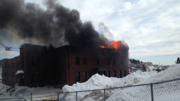 Ste-Cécile elementary school in Jonquière caught fire Wednesday morning. All students and staff were moved to a nearby high school.