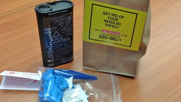 Needle disposal kits are available from the Thunder Bay District Health Unit [through Superior Points], Shelter House and AIDS Thunder Bay. The kits include tongs, a plastic container, rubber gloves and instructions.