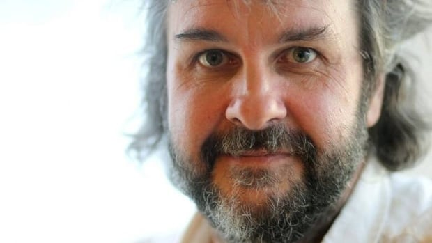 Peter Jackson lends plane to Flight 370 search effort