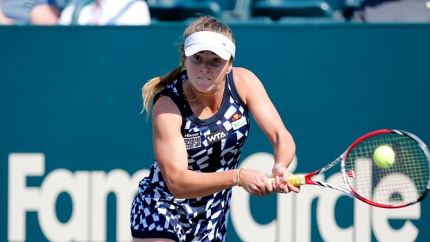 Elina Svitolina, of Ukraine, knocked off Sloane Stephens during the Family Circle Cup tennis tournament in Charleston, S.C., on Wednesday.
