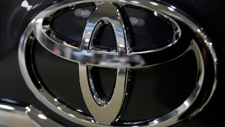 Toyota sells fewer cars, but makes 10% more profit