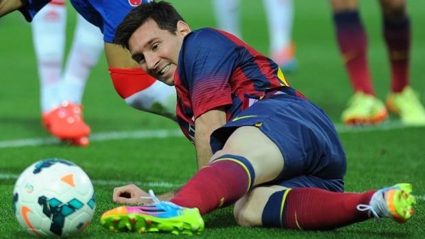 Barcelona striker Lionel Messi strains to reach the soccer ball in a 1-0 loss to Granada at Nuevo Los Carmenes on Saturday.