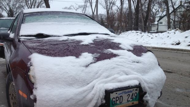 Winnipeg hit with April snowfall