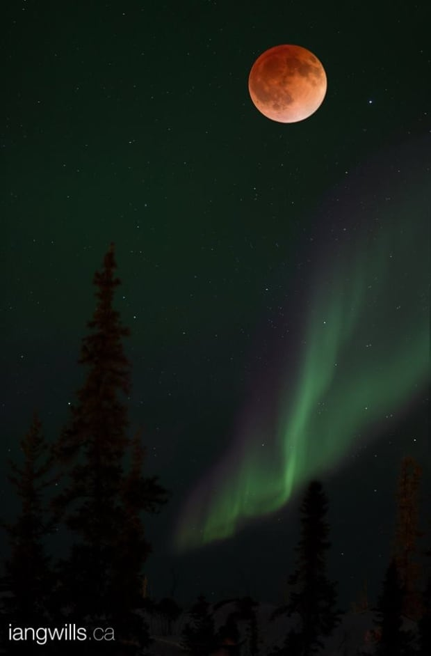 Ian Wills' blood red moon over Yellowknife