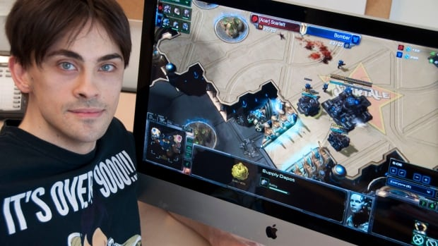 Joe Thompson and two other researchers at Simon Fraser University analyzed the way 3,305 players aged 16 to 44 played the popular science fiction strategy computer game Starcraft 2.