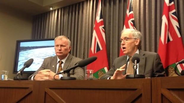 Manitoba's minister responsible for flood issues Steve Ashton (right) and Steve Topping, the head of the province's hydrologic forecasting (left), talk Wednesday about the latest flood forecast.