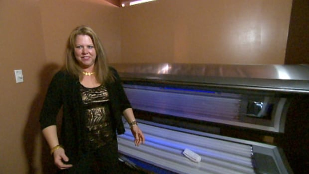 Tanning salon operator Tammy Zinn says tanning can be done safely, although the Saskatchewan Cancer Society is worried about the message being sent to young people.