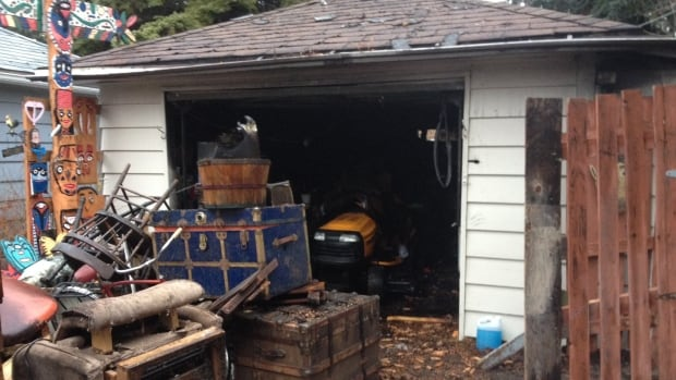 Investigators are trying to determine the cause of a garage fire.