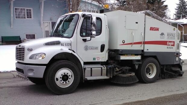 Towing and parking bans will begin Monday as the City of Calgary works to clean up streets ahead of spring.