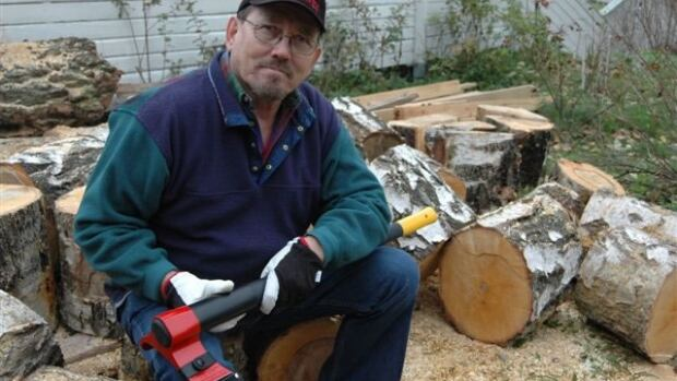 Heikki Kärnä of Finland with his invention, the Vipukirves axe.