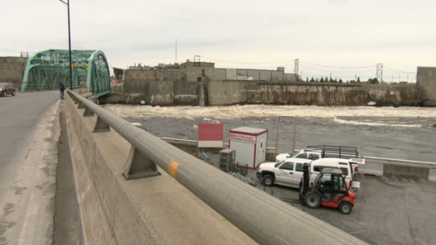 Police dive teams were called to the Ottawa River near the Chaudière Bridge on Tuesday afternoon after a hydro worker spotted a badly decomposed body.