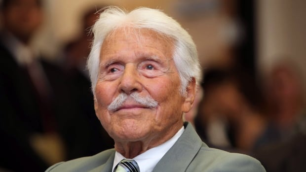 Actor Efrem Zimbalist Jr., who gained television stardom in the 1950s-60s hit 77 Sunset Strip and later The FBI, died Friday at his ranch in Solvang, Calif., at age 95.