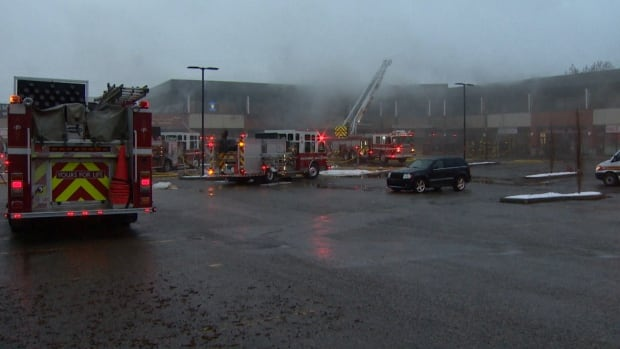 Fire crews battled an exterior blaze at Glenbrook Plaza in southwest Calgary on Sunday night, successfully keeping the flames from entering the building.