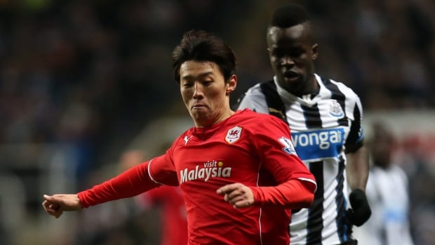 Cardiff City's Kim Bo-Kyung, left, vies for the ball in a January Premier League match.