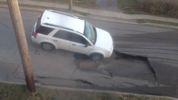 SUV falls into Canadian sinkhole and cannot get up...