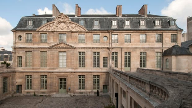 Renovations have dragged on at the Paris Picasso Museum for five years and drawn fierce criticism from the artist's family. The re-opening has now been pushed back until September: after the summer tourist season.
