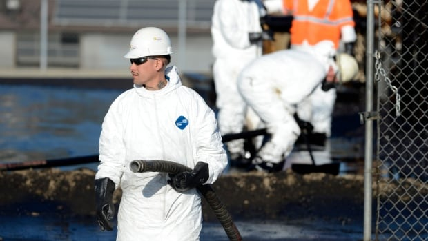 Crude oil spilled over an 800-metre area in Los Angeles on Thursday due to a break in an above-ground pipeline.