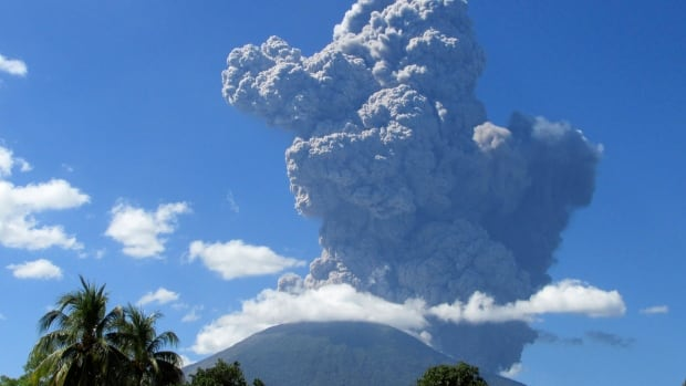 Officials ordered at least 1,000 people to leave the immediate vicinity of the Chaparrastique volcano after seismic activity increased on Monday.