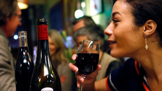Let's say you spill a glass of wine at a restaurant. Do you think the restaurant should cover the cost of a replacement glass?