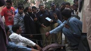 Pakistan courthouse stoning