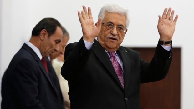 Palestinian President Mahmoud Abbas oversaw the swearing-in ceremony of a unity government in Ramallah, after overcoming a last-minute dispute with Hamas.