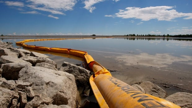 A boom stretches out to contain a pipeline leak on the Gleniffer reservoir on June 12, 2012. Plains Midstream Canada says one of their non-functioning pipelines leaked between 1,000 to 3,000 barrels of sour crude near Sundre, Alta., on June 7 and flowed downstream in the Red Deer river to the reservoir.
