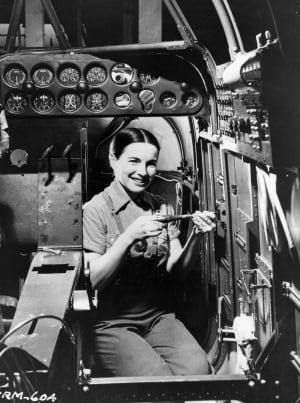 WOMEN WORKINGIN FACTORY WWII