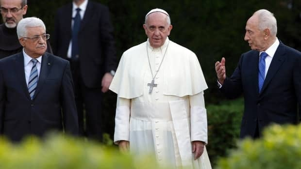 Pope hosts peace prayers with Middle East leaders