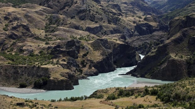 The proposal of the multinational consortium HidroAysen to build five hydroelectric megadams in this remote Patagonian region was scrapped by the Chilean government Tuesday.