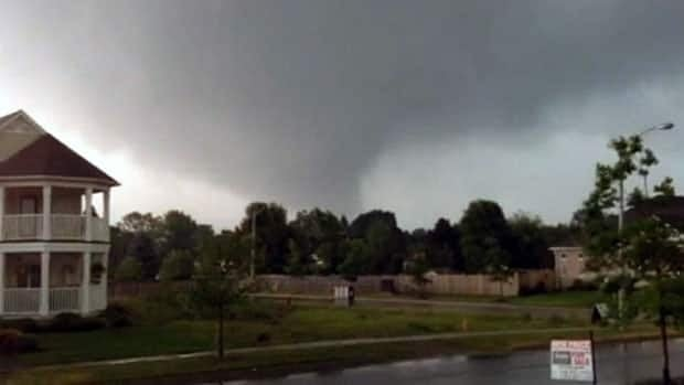 Tornado tears through Angus, Ont.