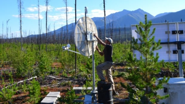 University of Ottawa researcher Pascal Audet installs a seismic station in Yukon. He studied seismic data to figure out what might cause slow earthquakes to recur so regularly.